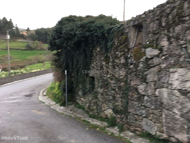 Casa em Pedra para restauro no geres