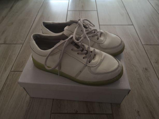 Biale buty z ledowa podeszwą rozmiar 37