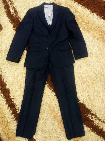 Школьный костюм для мальчика 140 см, фирменный
