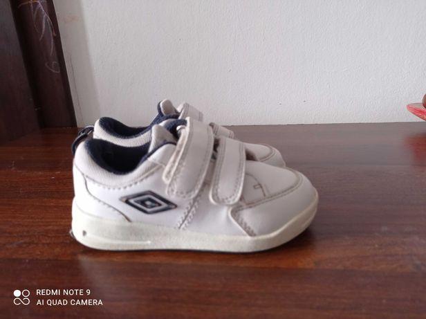 Buty sportowe dziecięce, r. 23