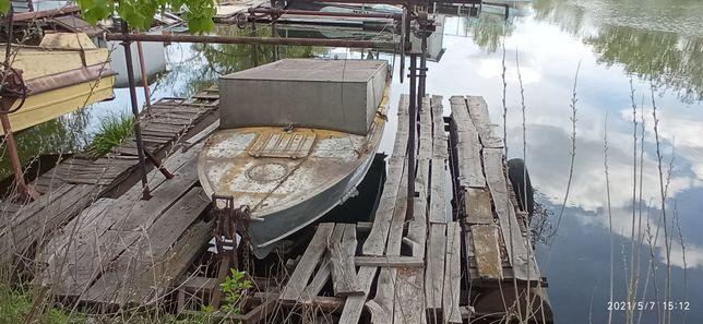 Лодка с местом на Буревестнике