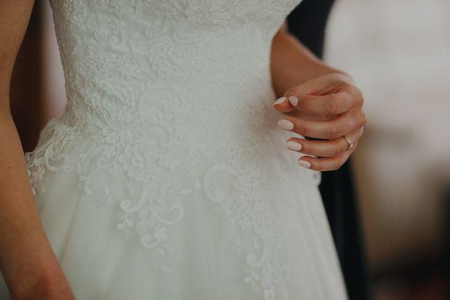 suknia ślubna litera A śmietankowa