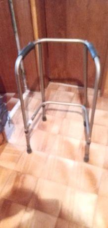 Andarilho ortopédico para ajudar a movimentar-se quem tem dificuldades