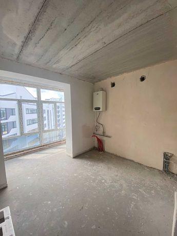 Простора двокімнатна квартира в заселеному будинку! +Частковий ремонт!
