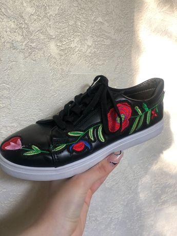 Кроссовки, женская обувь
