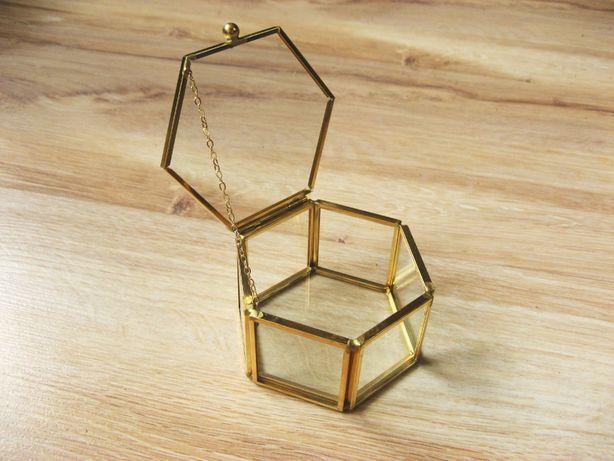 Pudełko szklane, szkatułka, sześciokąt, na obrączki na biżuterię złote