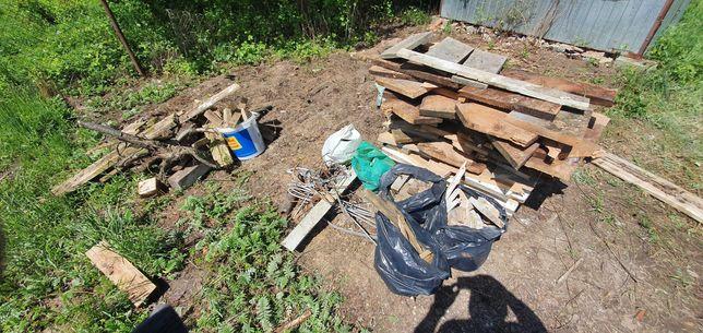 Pozostałości po budowie - drewno, złom, płyty, etc.