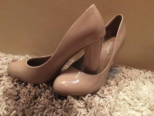 Туфлі нові!