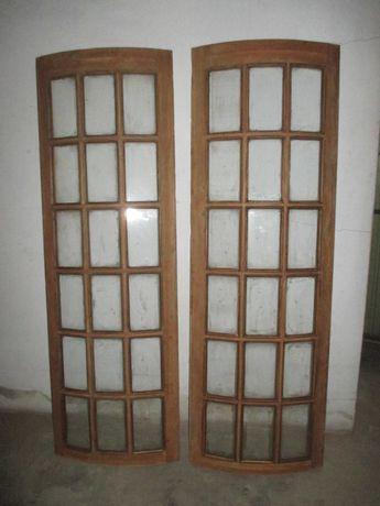Fixos em madeira exótica, com vidros.