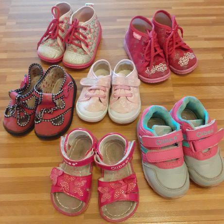 Buty, buciki: sandałki, kapcie, trampki 20-22