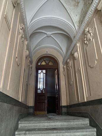 Ексклюзивна квартира в історичній частині міста 120м2