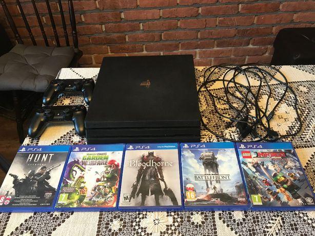 Playstation 4 Pro 1tb CUH-7216B + 5 gier + 2 pady