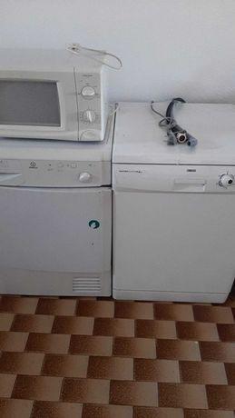 Máquinas de lavar louca e secar roupa e microondas
