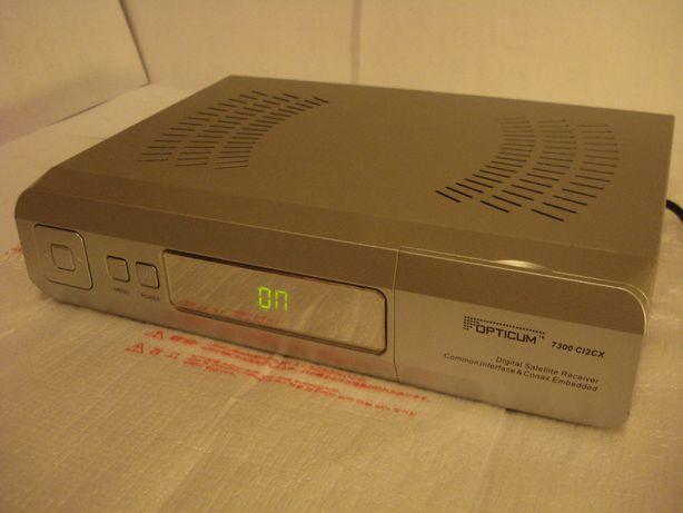 OPTICUM 7300 C12CX Cyfrowy tuner satelitarny, posiada wbudowane gry.