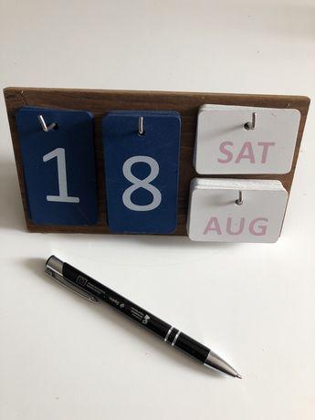Kalendarz stojący biurkowy drewniany uniwersalny