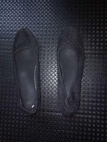 SUPER OKAZJA! Sprzedam czarne koronkowe buty na koturnie