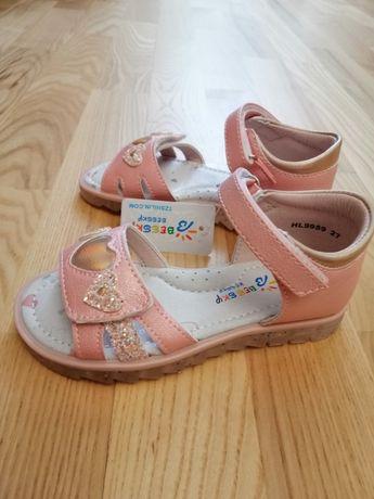 Продам новые сандали 27размер