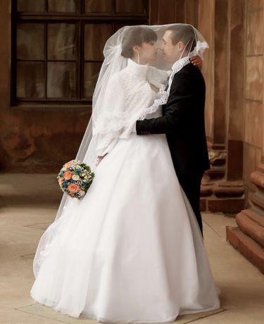 Свадебное белое платье на корсете