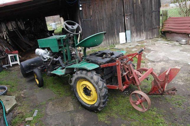 Traktorek Sam na silniku 126p