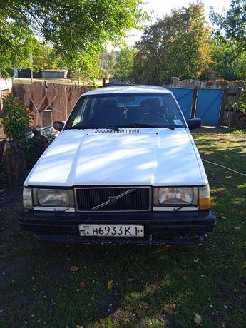 Автомобіль Volvo 740