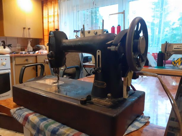 Zabytkowa maszyna do szycia HUSQVARNA