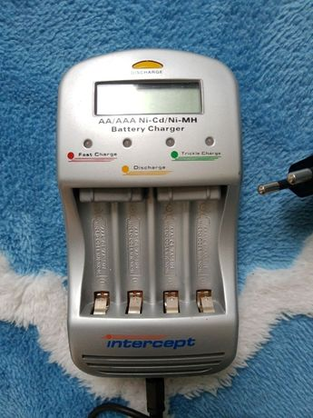Ładowarka akumulatorków AA AAA mikroprocesor z LCD