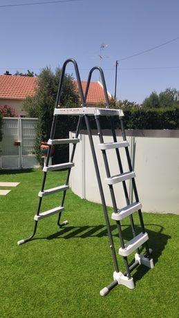 Escada Intex para piscina de superfície até 132cm