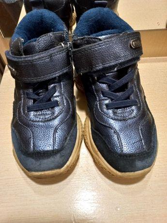Кросовки на  мальчика 27 размер