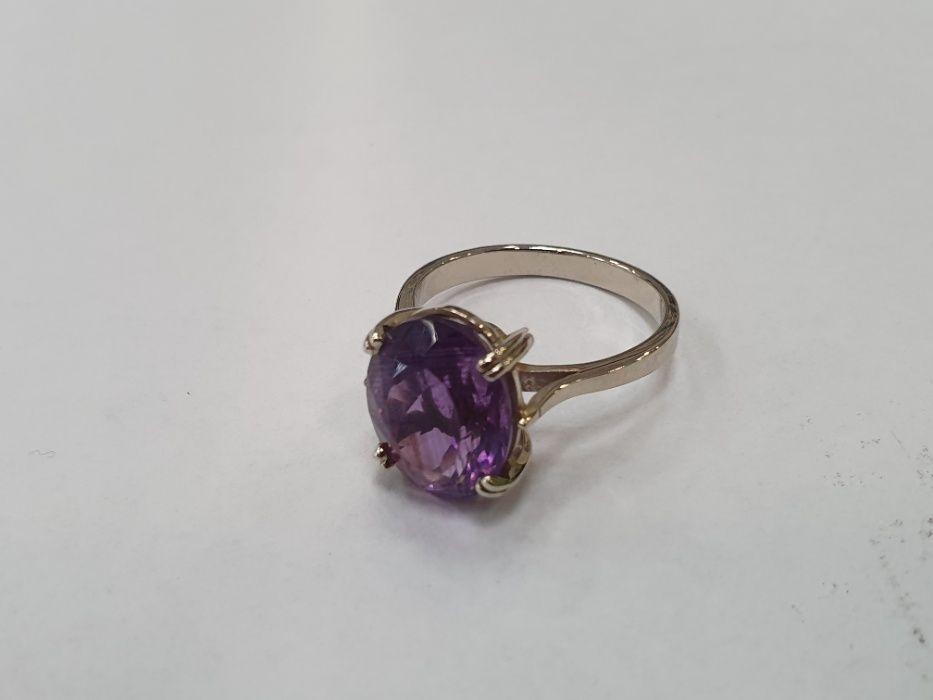 Wyjątkowy złoty pierścionek damski/ 585/ 5.18 gr/ Białe/ R20/ Fioletow