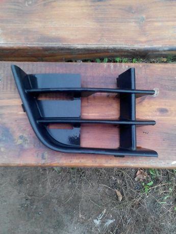 Решетка в бампер (правая, возле средней решетки) для Skoda Fabia/Rooms
