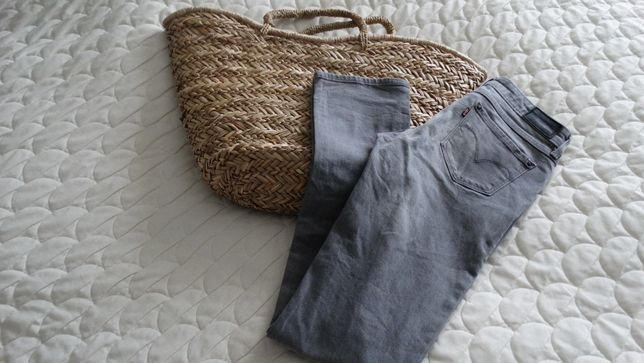 Levis jeansy r. rurki szare