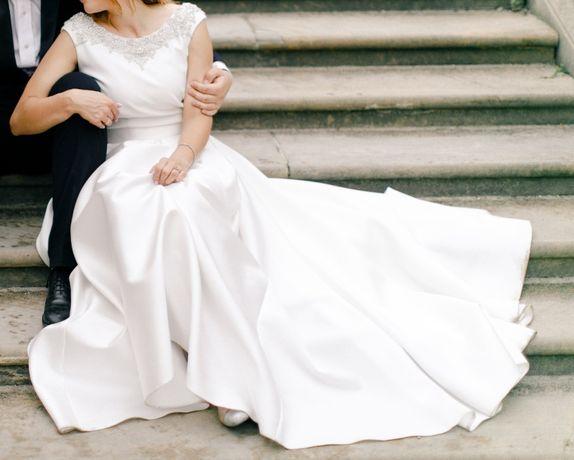 Suknia ślubna Viola Piekut Mikado duży biust litera A dekolt V