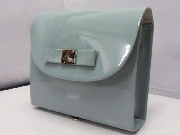 Torebeczka kopertówka lakierowana niebieska gołąbkowa