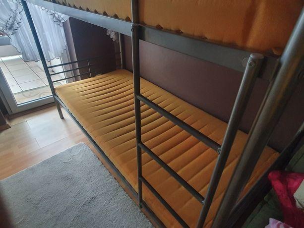 Sprzedam łóżko piętrowe z materacami