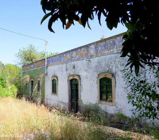 2 Casas antigas c/ Anexos e Terreno