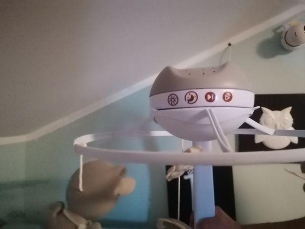 Karuzela z projektorem do łóżeczka