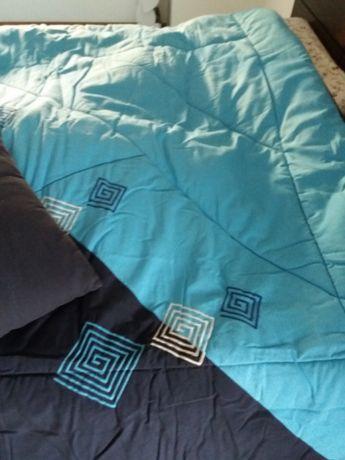 Colcha cama casal nova com duas almofadas