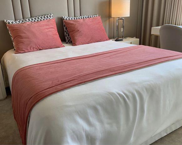 Conjunto de almofadas decorativas e tapa-pés