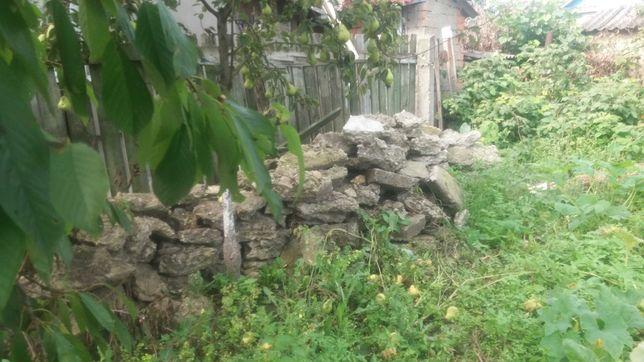 Віддам каміння бетонні, куски бетону