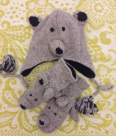 Зимняя шапка с варежками с мордочками медведя