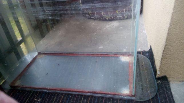 Akwarium z szklana podstawka