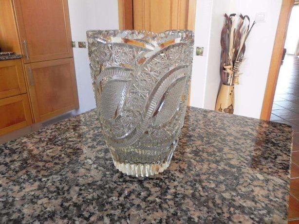 Lindíssima jarra antiga, em Cristal de Boémia, lapidada à mão