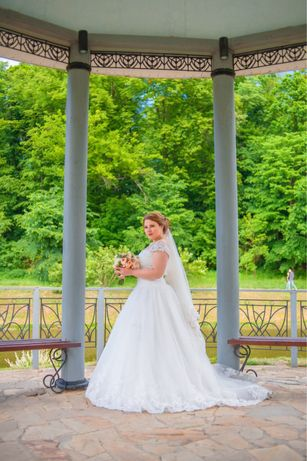 Свадебное кружевное плетье со шлейфом Айвери