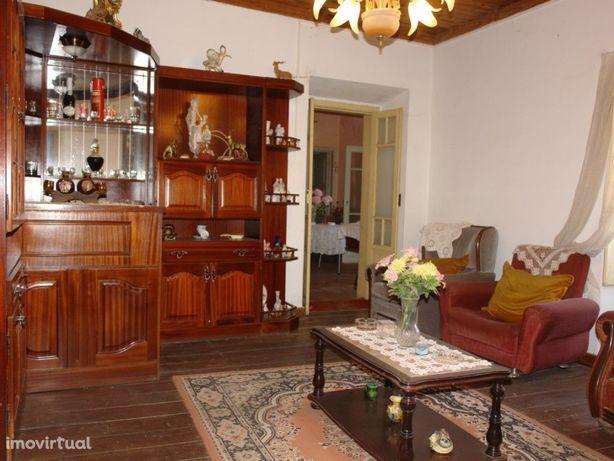 Moradia senhorial antiga no centro de Odemira