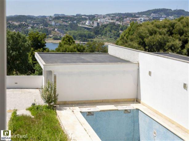 Moradia com Piscina e vistas de Rio Douro