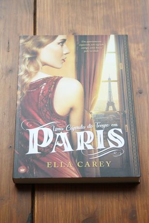 """""""Uma Cápsula do Tempo em Paris"""" de Ella Carey"""