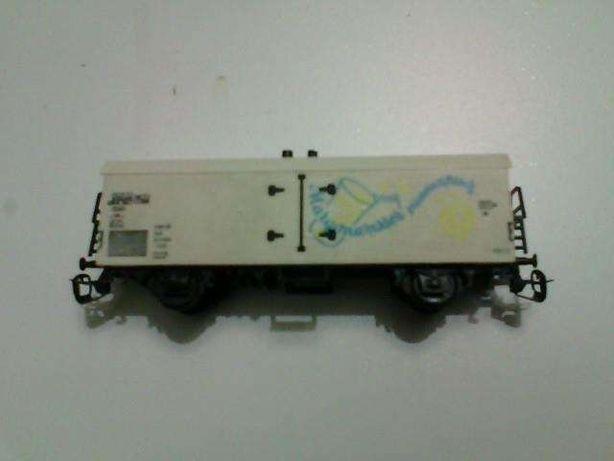 продам вагон-холодильник Berliner Bahen 1:120,рейки 228 мм,46 шпал.