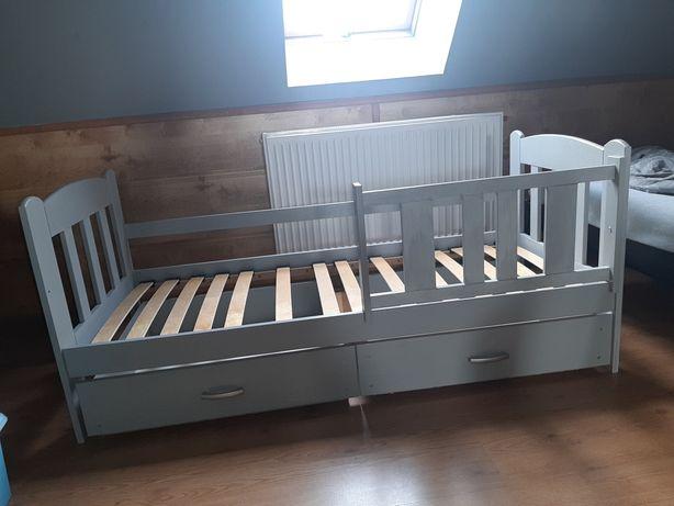 Łóżko Pojedyncze Drewniane Szare Szuflady Materac 160 x 70 cm