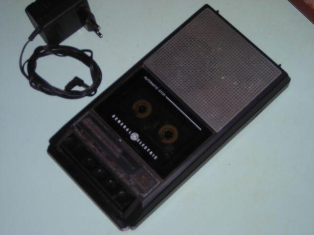 Продам магнитофон General Electric 3-5015D