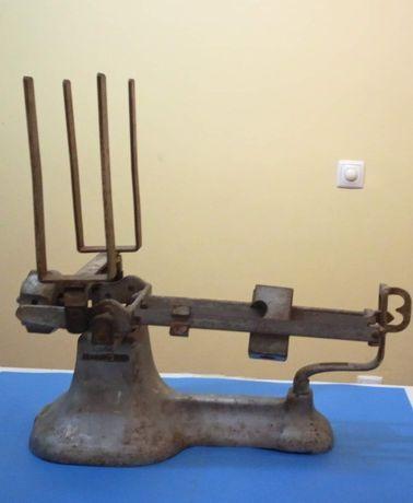 Antiga e invulgar balança em ferro galvanizado peso max: 9,5 Kg. Possi
